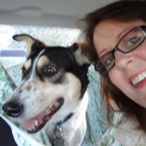 minnie and me in car at dogpark